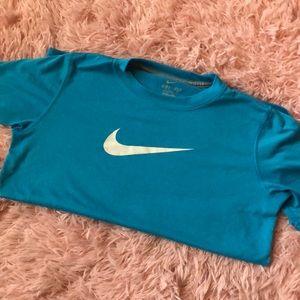 Women's small dri fit Nike tee.